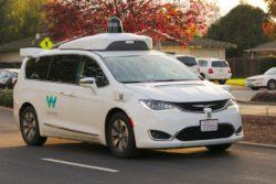 Waymo Google verdens første selvkørende bil taxi tjeneste / Newz.dk