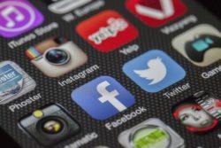 facebook twitter rusland bøde 50 dollars 300 kroner data gemt i landet forbud / Newz.dk