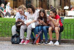 storbritannien lov regler beskytte unge sociale medier like synes godt om facebook twitter snapchat / Newz.dk