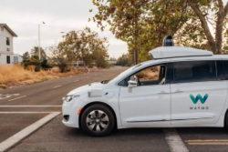 google waymo selvkørende førerløse biler uden sikkerhedschauffør ture phoenix arizona / Newz.dk