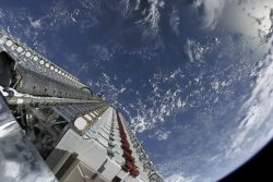 spacex starlink satellitter affyre 30 tusind mere fire gange så mange elon musk / Newz.dk